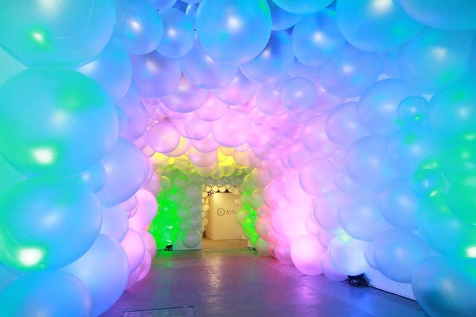 奇幻多彩的氣球廊道